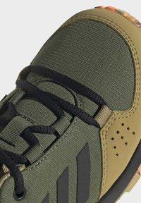 adidas Performance - TERREX HYPERHIKER LOW WANDERSCHUH - Hiking shoes - green - 7
