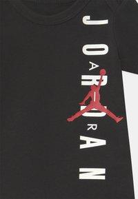 Jordan - MILESTONE STICKER 4 PACK UNISEX - Baby gifts - black/red/white - 3