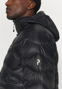 Peak Performance - HELIUM HOOD JACKET - Gewatteerde jas - black - 3