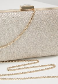 Forever New - ELLE GEO BOX  - Clutch - gold shimmer - 6