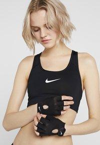 Nike Performance - FUNDAMENTAL  - Mitenki - charcoal grey/white/black - 2