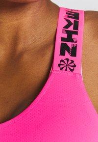 Nike Performance - ELASTKIA - Funkční triko - hyper pink/black - 4