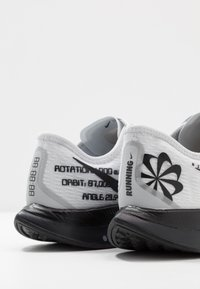 Nike Performance - ZOOM PEGASUS TURBO 2 - Zapatillas de competición - pure platinum/black/reflective silver - 5