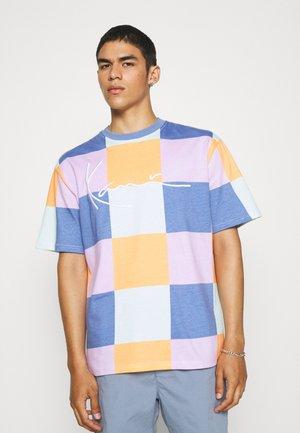SIGNATURE BLOCK TEE UNISEX - Print T-shirt - blue
