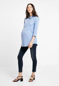 Zalando Essentials Maternity - Button-down blouse - light blue - 1