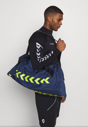 CORE SPORTS BAG - Sportväska - dark denim/lime punch