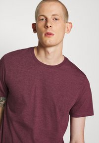 Burton Menswear London - 7 PACK - T-Shirt basic - burgundy - 6