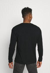 Jack & Jones - JORSCRIPTT TEE CREW NECK - Long sleeved top - black - 2