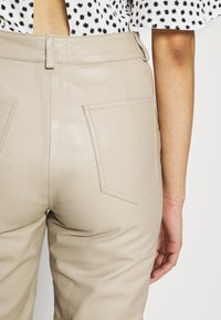 Selected Femme Tall - SLFNOLA CROPPED PANTS - Pantalon classique - silver - 6