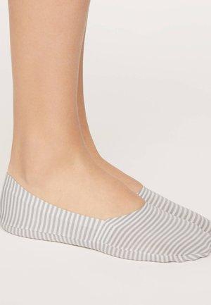 STRIPED 32813487 - Sportovní ponožky - grey