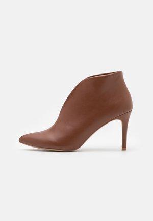 CORFU - Bridal shoes - tan