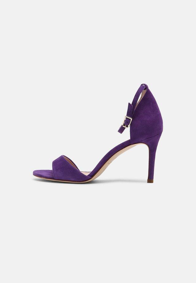 ARLANA - Sandály - violet