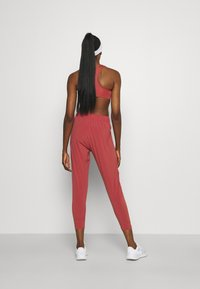 Nike Performance - PANT COOL - Pantalon de survêtement - canyon rust/reflective silver - 2