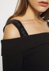 Guess - FABIANA  - Pletené šaty - jet black - 6