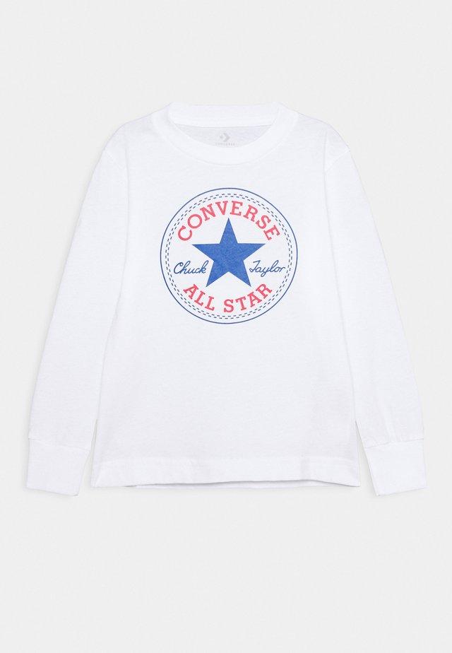 CHUCK PATCH LONG SLEEVE TEE UNISEX - T-shirt à manches longues - white
