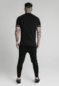 SIKSILK - ELEMENT GYM TEE - Basic T-shirt - black/gold - 2
