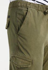 INDICODE JEANS - LEVI - Pantaloni cargo - army - 4