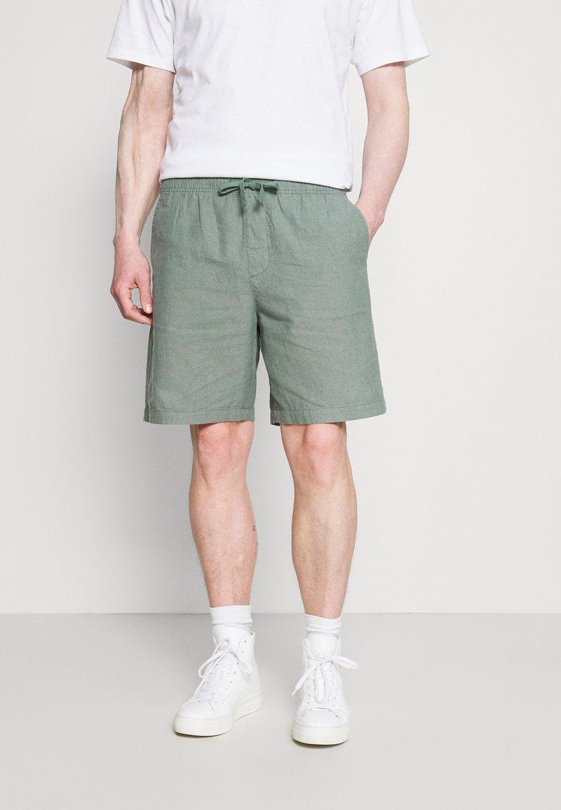 GAP - EASY - Shorts - district green