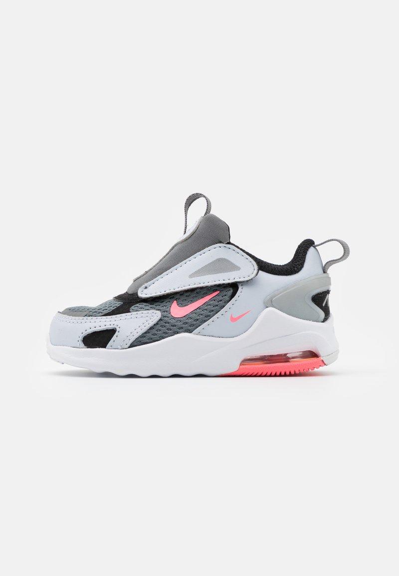 Nike Sportswear - AIR MAX BOLT UNISEX - Trainers - smoke grey/metallic silver/football grey