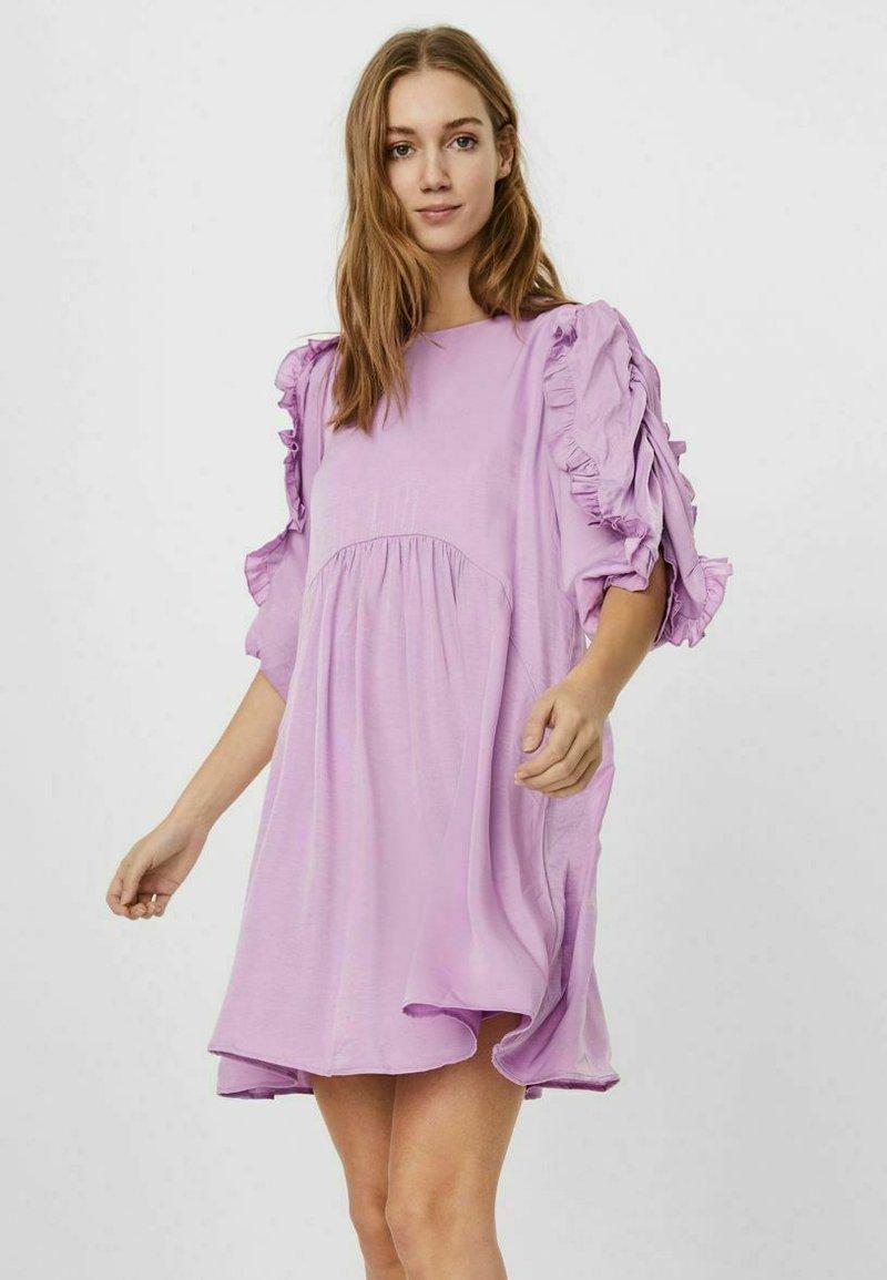 Vero Moda - Hverdagskjoler - violet tulle