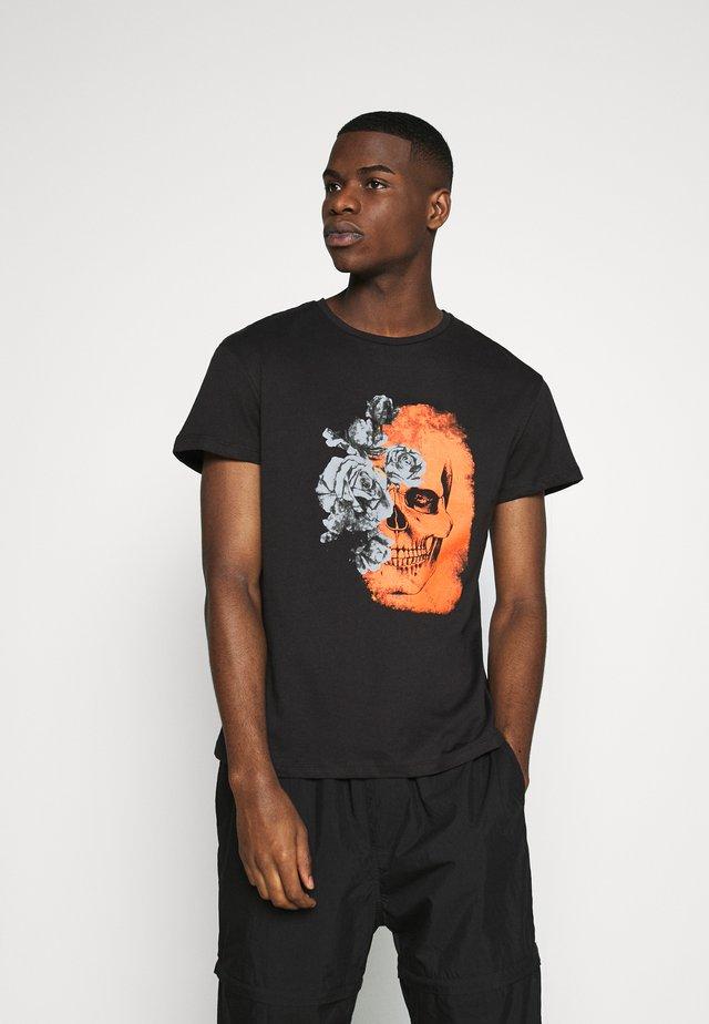 JPRBLAMERGE TEE CREW NECK - Print T-shirt - black