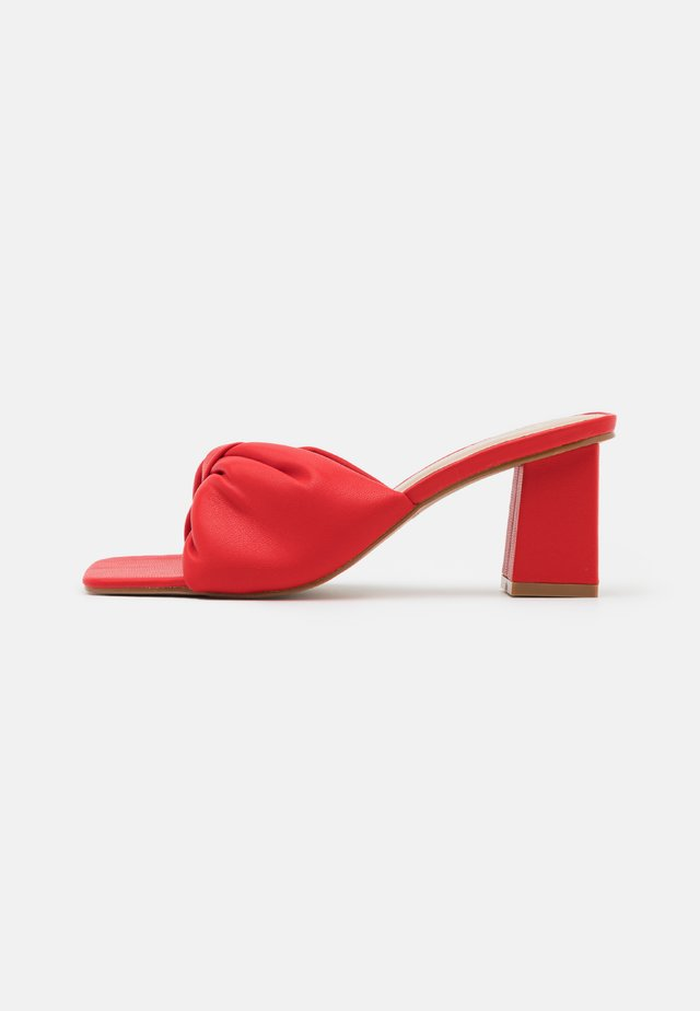 KYOTO - T-bar sandals - red