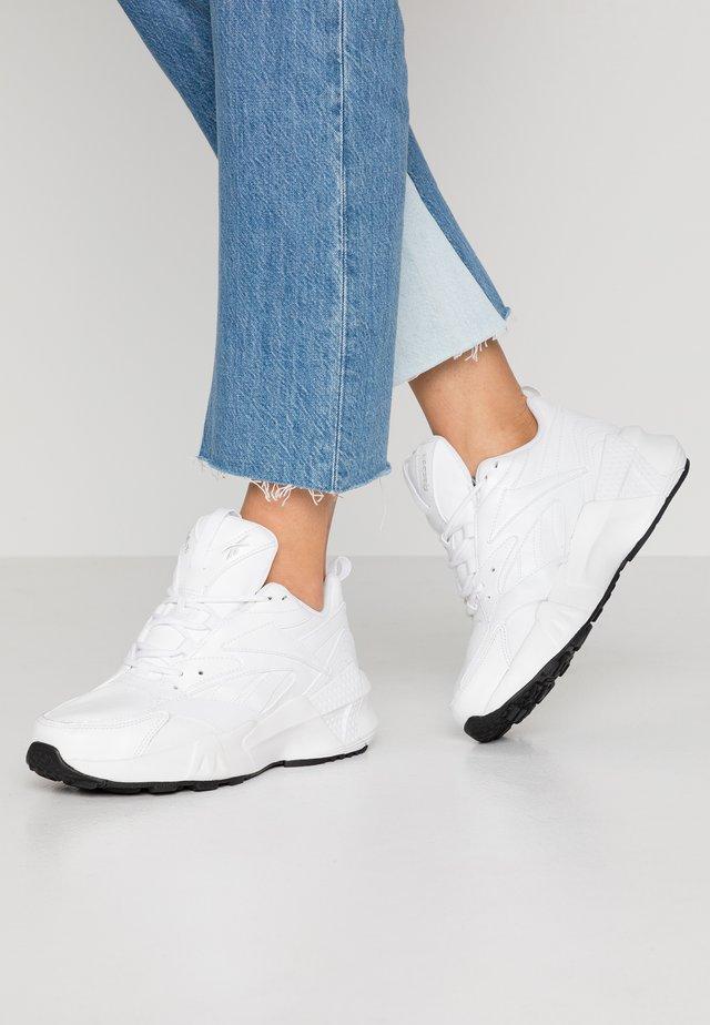 AZTREK DOUBLE MIX - Sneakersy niskie - white/black