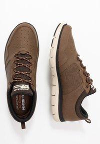 Skechers Sport - FLEX ADVANTAGE 2.0 DALI - Sneaker low - chocolate - 1