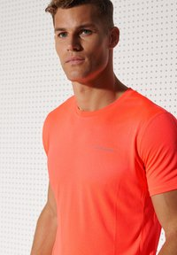 Superdry - ACTIVE - Sports shirt - neon red - 2