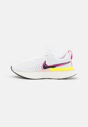 REACT INFINITY RUN FK 2 - Obuwie do biegania treningowe - white/black/sail/pink blast/volt-pollen