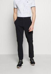 Lyle & Scott - GOLF TECH TROUSERS - Pantalons outdoor - true black - 0