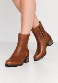 Bullboxer - Classic ankle boots - cognac - 0