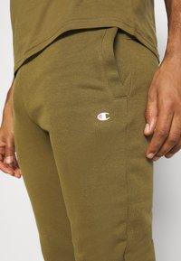 Champion - CUFF PANTS - Teplákové kalhoty - olive melange - 4