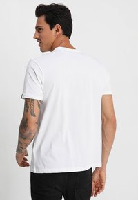 Alpha Industries - T-shirt imprimé - white - 2