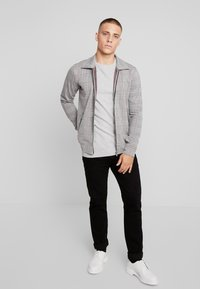 Esprit - HONEYCOMB - Stickad tröja - light grey - 1