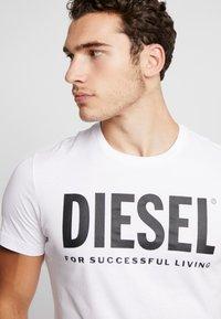 Diesel - T-DIEGO-LOGO T-SHIRT - Printtipaita - white - 4
