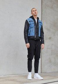Be Edgy - BEMAX D - Denim jacket - black/indigo - 4