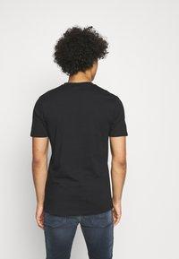 Ellesse - FILIP - Print T-shirt - black - 2
