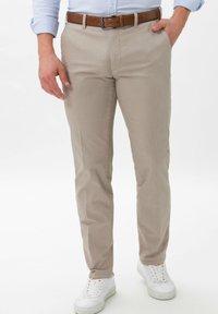 BRAX - PIO - Pantalon classique - beige - 0