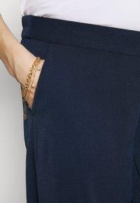 MAMALICIOUS - MLTILDE 7/8  PANTS - Kalhoty - dress blues - 4