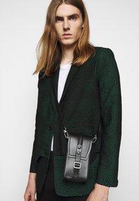 Henrik Vibskov - ANTS SHOWERTILES - Blazer jacket - black/dark green - 3
