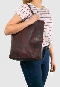 Gusti Leder - Tote bag - burgundy - 0