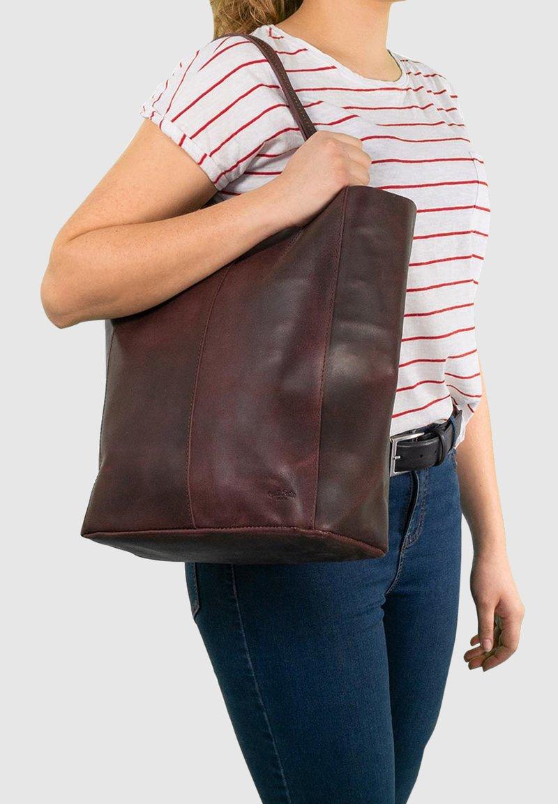 Gusti Leder - Tote bag - burgundy