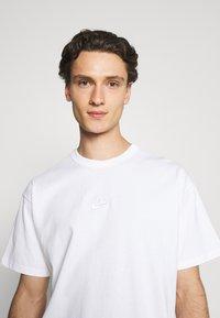 Nike Sportswear - TEE PREMIUM ESSENTIAL - T-shirt basic - white - 3
