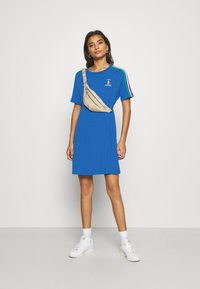 adidas Originals - STRIPES SPORTS INSPIRED REGULAR DRESS - Vestido ligero - bright royal - 1