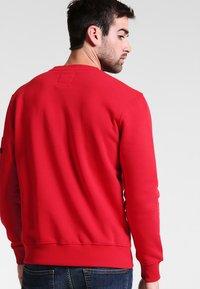 Alpha Industries - NASA INLAY  - Sweatshirt - speed red - 2