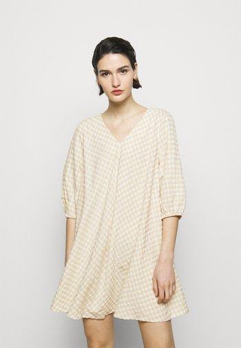 SEER ALLURE DRESS - Day dress - sand/white check