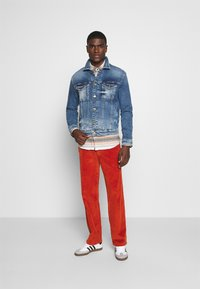Tommy Jeans - REGULAR TRUCKER  - Denim jacket - barton mid blue comfort - 1