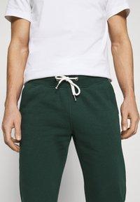 Pier One - Teplákové kalhoty - dark green - 4
