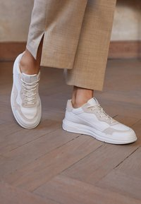ECCO - SOFT X - Sneakers laag - white/shadow white - 5